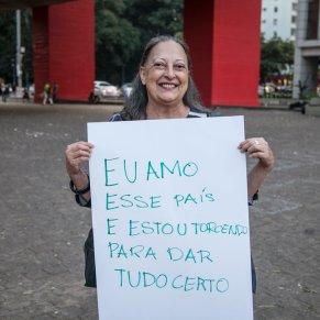 """""""Kocham ten kraj i mam nadzieje, że wszystko pójdzie dobrze"""" - nauczycielka - """"Jestem zniesmaczona tym, żę nie jesteśmy przygotowani na Olimpiadę. Jestem zażenowana aktualnym """"Prezydentem"""" kraju. Brazylia jest przepięknym krajem. Pomimo dużych niedociągnięć w przygotowaniu, tak wielkiego wydarzenia. Będę kibicować Brazylijczykom i mam nadzieję, że zdobędziemy dużo złota"""" / """"I love this country and I hope that everything goes well"""" - a teacher - """"I am disgusted that we are not prepared for the Olympics. I am embarrassed by the current"""" President """"of the country. Brazil is a beautiful country. Despite the major deficiencies in the preparation of such a great event . I will cheer Brazilians, and I hope that we will get a lot of golds """""""